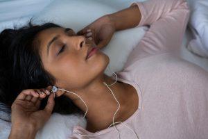 Top 10 der besten Kopfhörer und Ohrhörer zum Schlafen 2020 Bewertungen