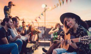 Top 7 der besten Gitarren für kleine Hände zum Kaufen im Jahr 2020 Reviews & Buying Guide
