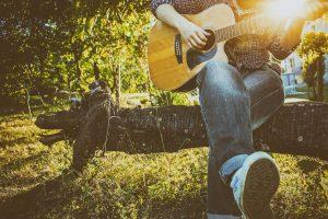 Top 8 der besten günstigen Akustikgitarren unter 200 US-Dollar im Jahr 2020 Bewertungen und Kaufberatung
